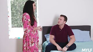 Nympho stepmom Sheena Ryder gets her pussy fucked by handsome young stepson